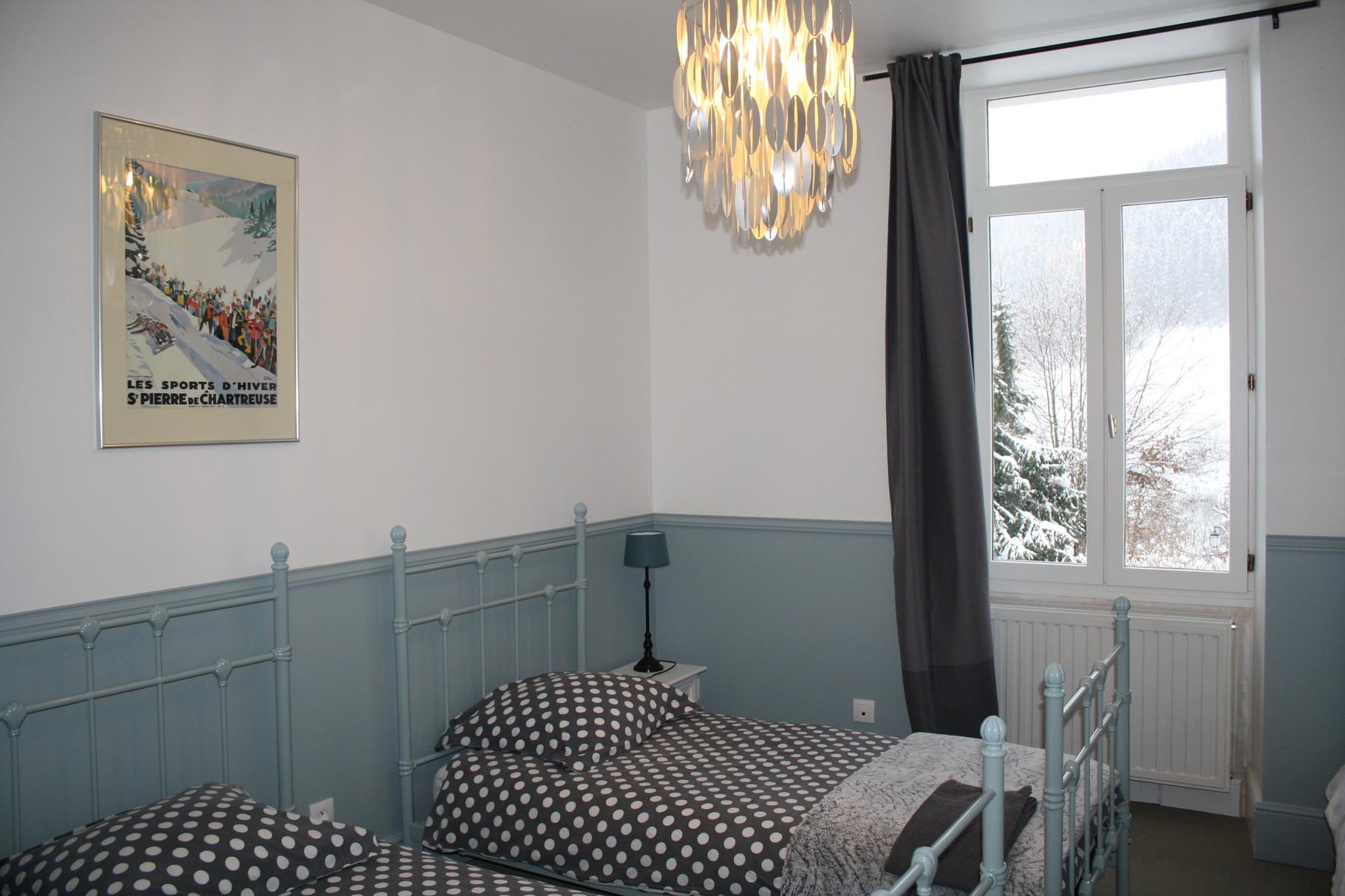 La chambre bleue  3 lits de 90 x190,  les draps sont fournis gratuitement