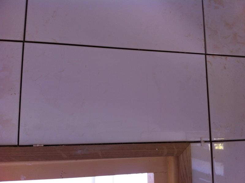 Tegels Keuken Vervangen : Vervangen van badkamer tegel klusbedrijf nicks te gek alphen aan