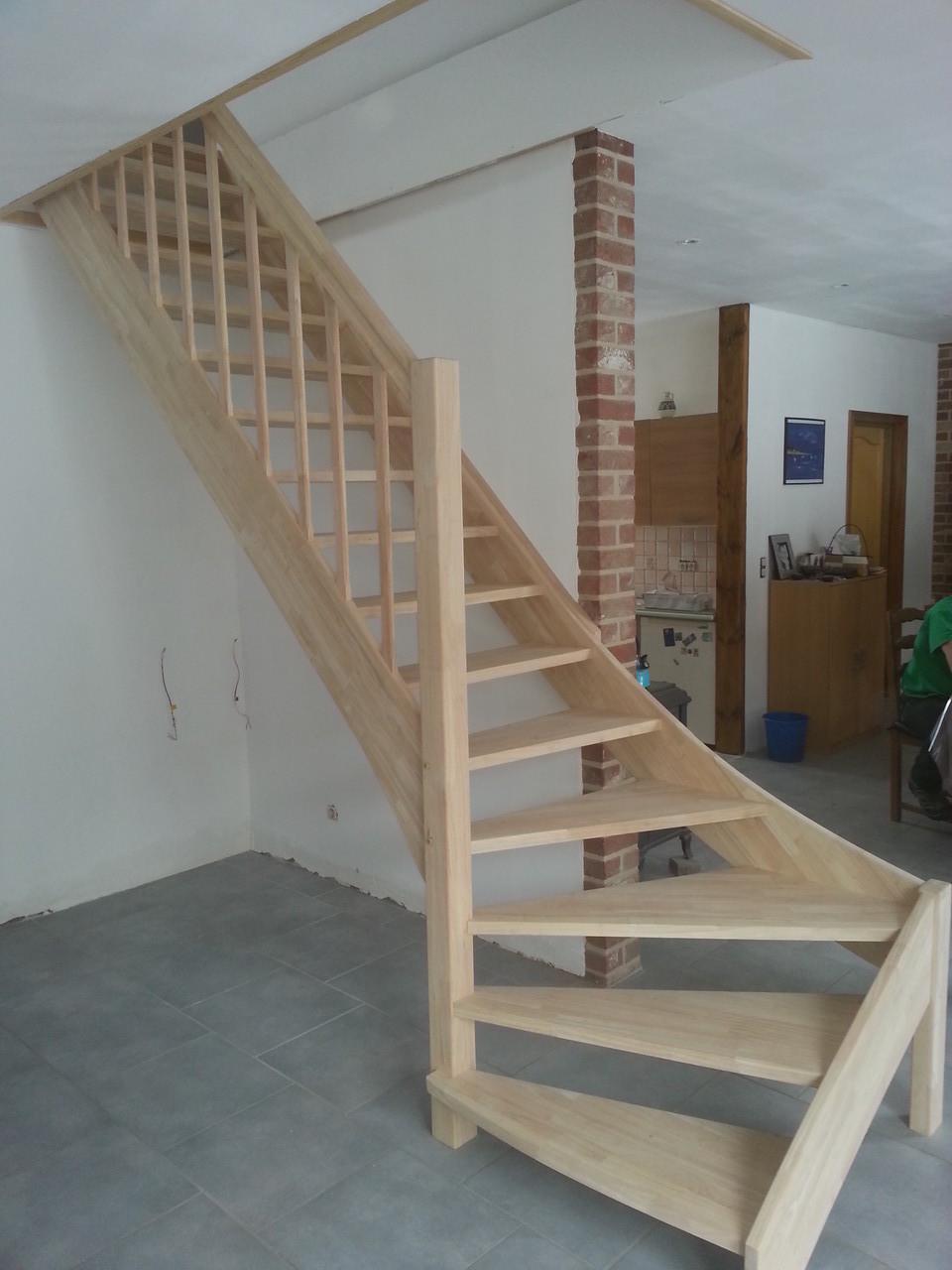 escalier en hevea ( similaire au hêtre )