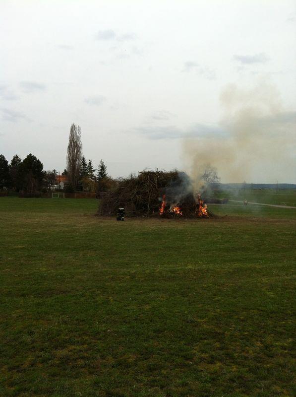 """Wegen des anhaltenden schlechten Wetters muss am 19.04.2013 aus dem """"Osterfeuer"""" ein """"Frühlingsfeuer"""" gemacht werden."""