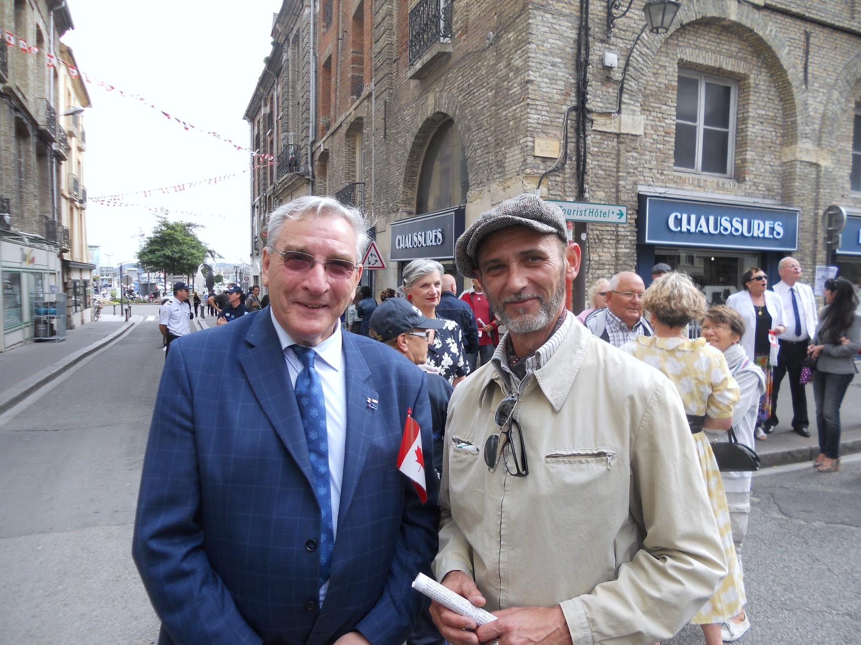 """Notre Président avec Thierry MAINGUET (Association """"Je me souviens"""") en costume d'époque..."""