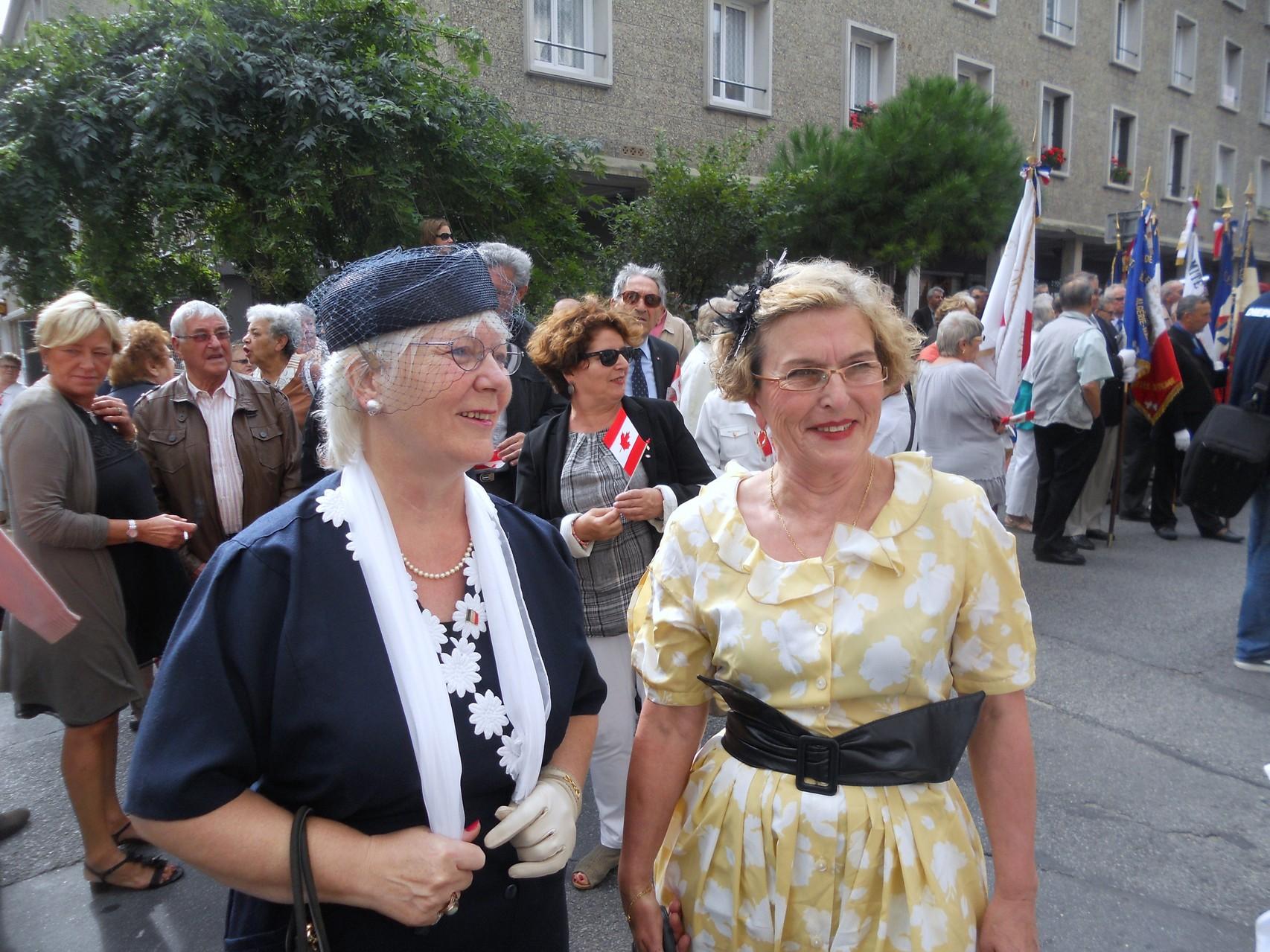 """Des dames de l'association """"Je me souviens"""" en robes des années 40"""