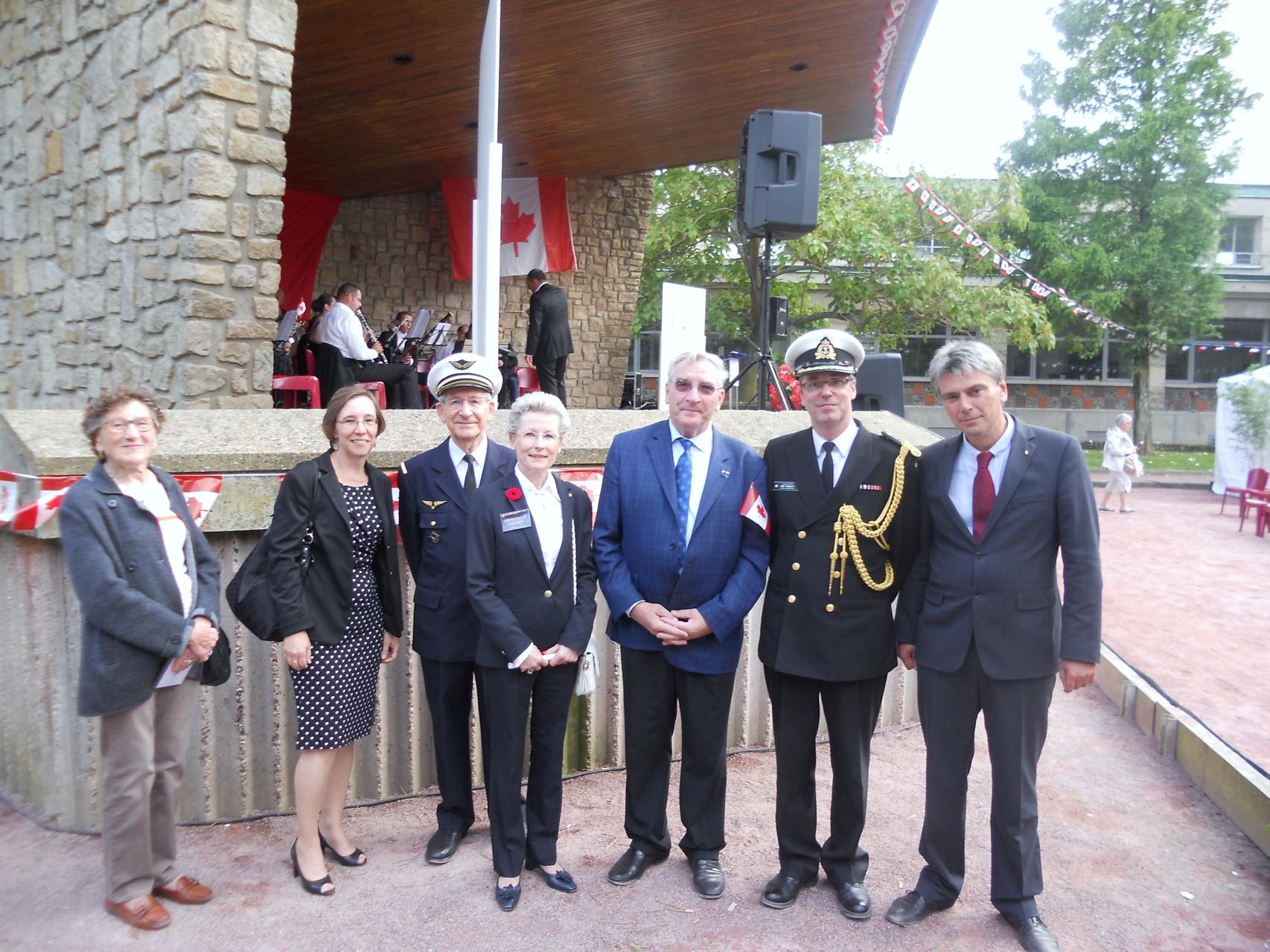 Monsieur le Maire, Mr TREMBLAY attaché militaire à l'ambassade du Canada, son épouse, Notre Président, Vice Président, et Secrétaire générale