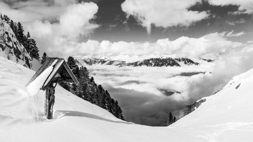 Val Gardena/Val di Funes: winter passo san pietro focella di confine