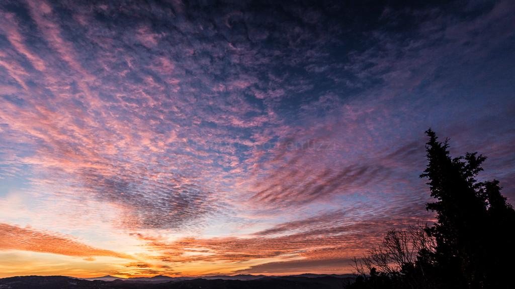 tramonto sulla città di gubbio  Perugia