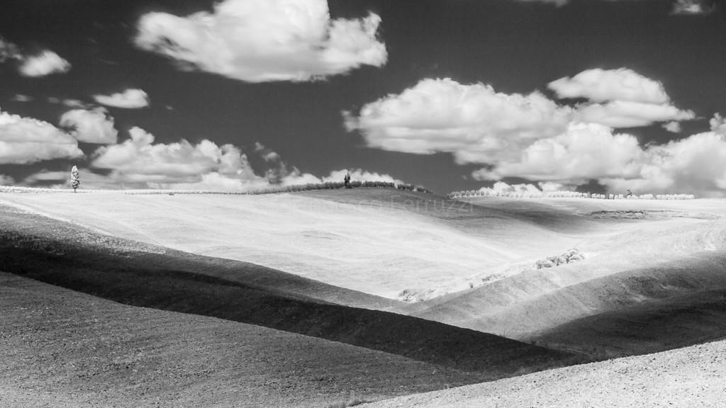 paesaggio della Val d'Orcia - Toscana - in infrarosso
