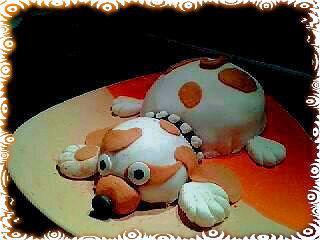"""Mon p'tit gateau """"Toutou""""  avec une base gâteau """" génoise"""" et décore en pâte à sucre"""