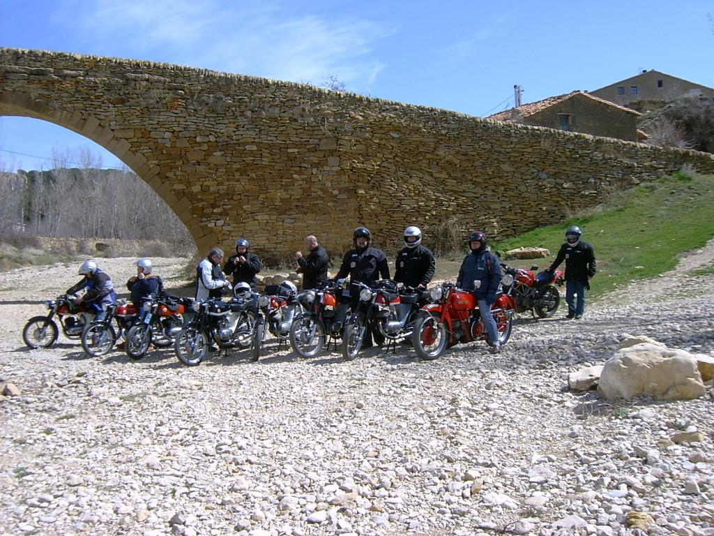 Puente romano del siglo X en San Miguel de la Pobla (Castellon- Teruel)I