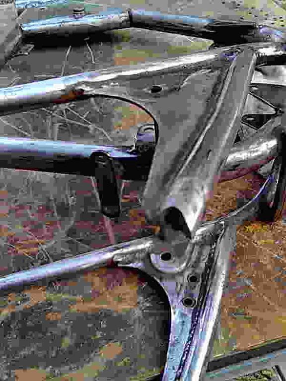 cortar reposapies traseros para poner casquillos roscados a M10 para mandos atrasados