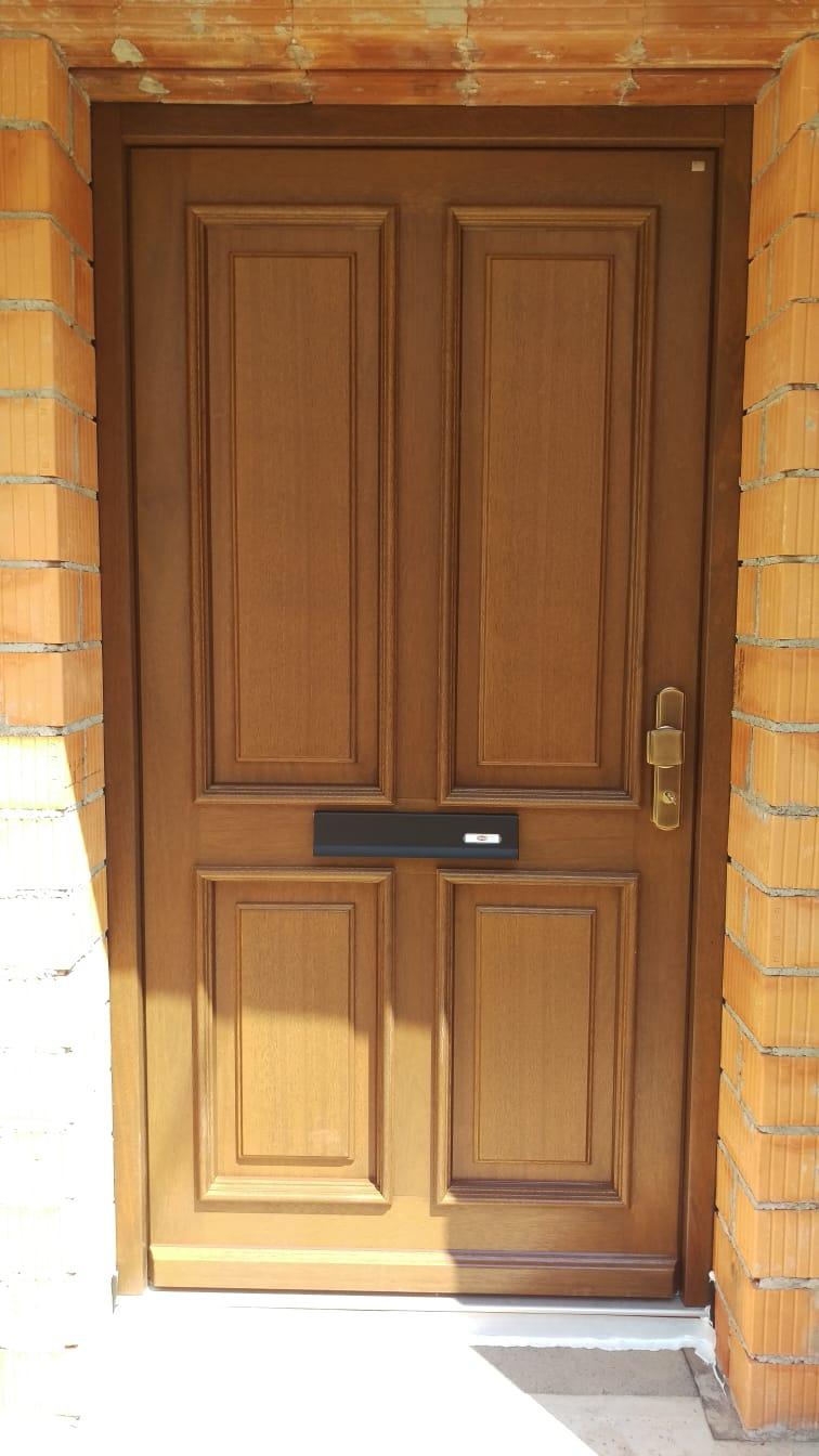 Holz-Haustür von NIVEAU mit Briefdurchwurf