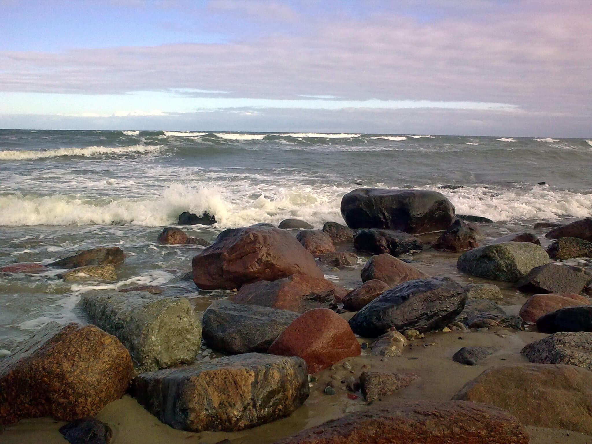 Findlinge in der Bucht von Klein-Kuhren