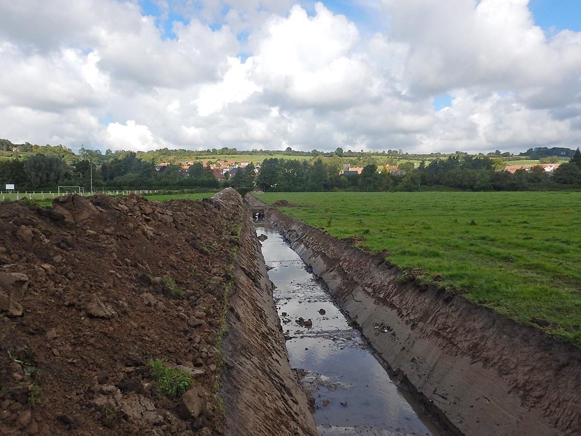 Création du canal de dérivation des eaux.