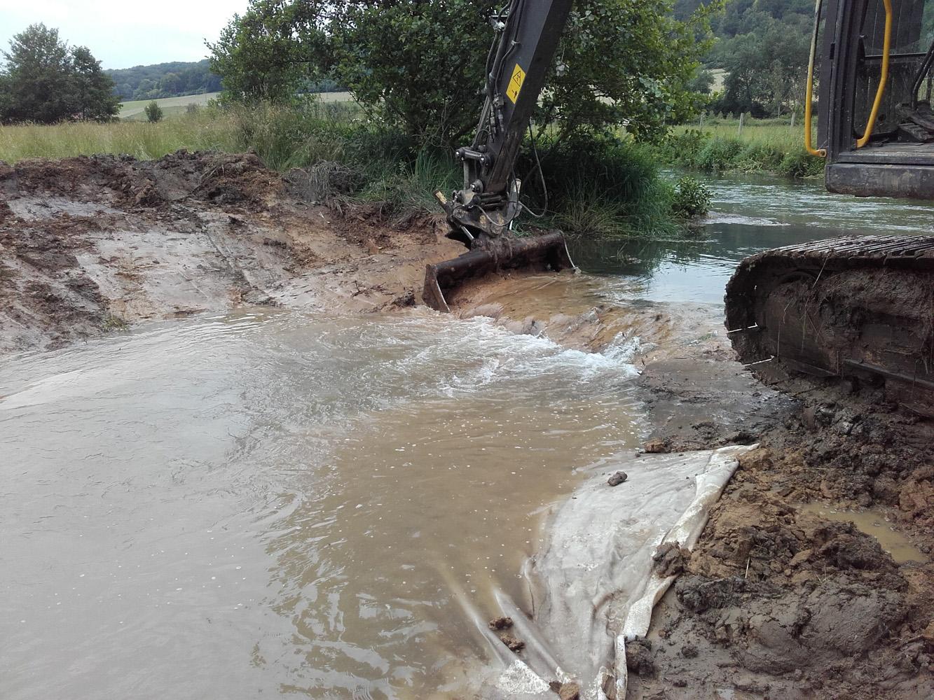 Dérivation des eaux dans le fossé provisoire amont