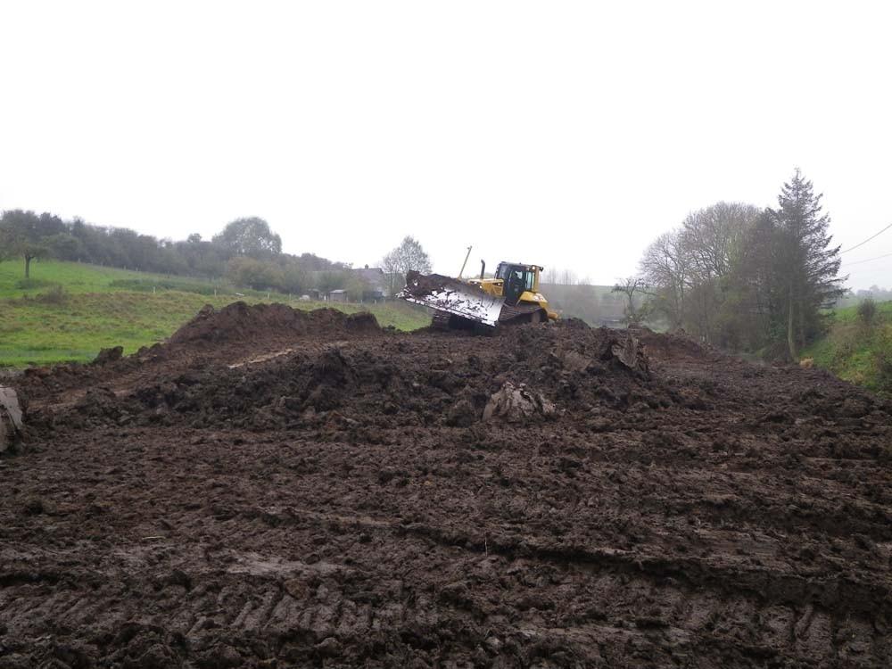 Finalisation de l'ancien lit à l'aide du bulldozer