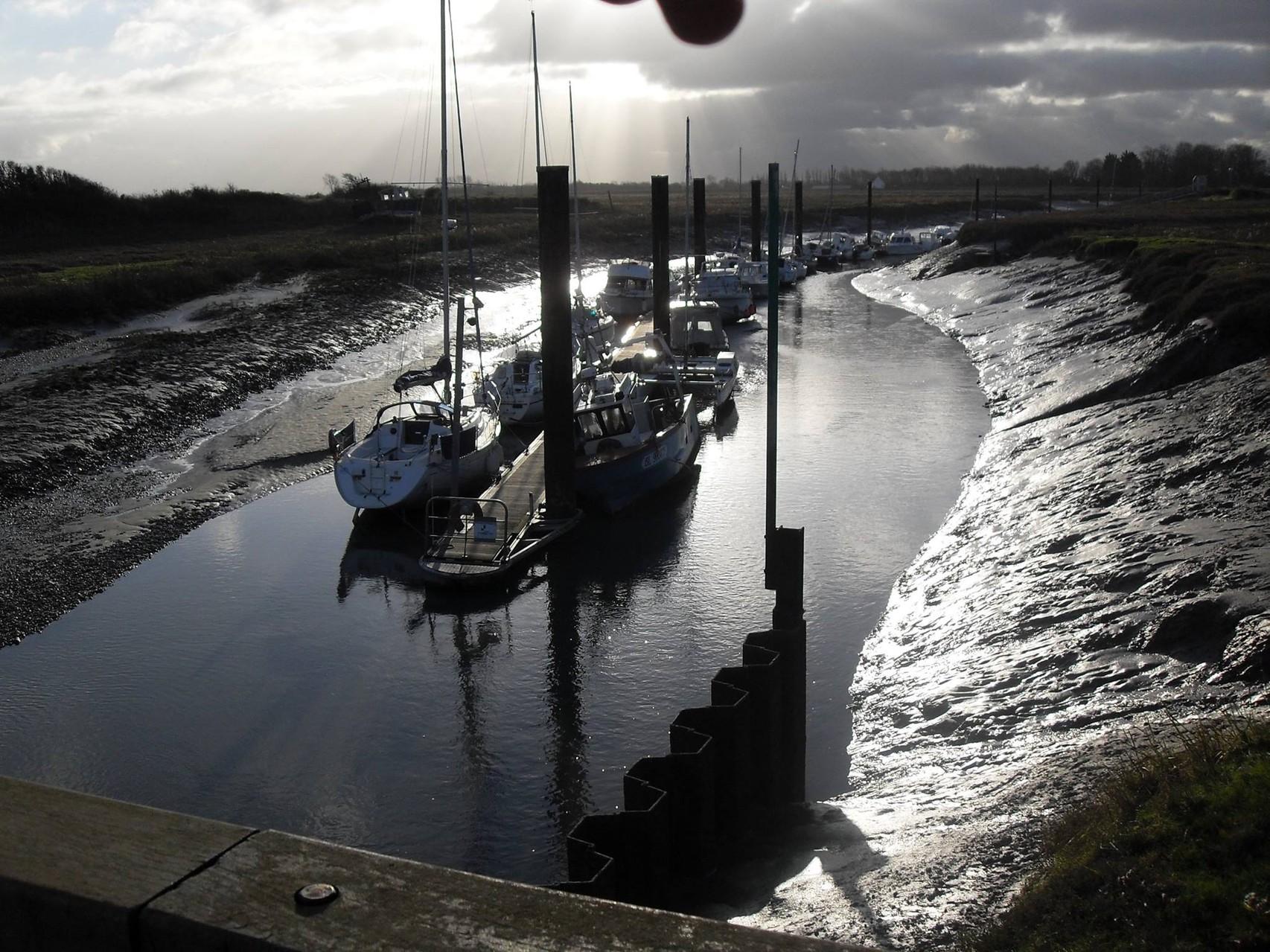 bateaux de plaisance amarrés au  HOURDEL