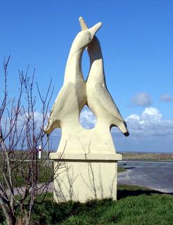 oiseaux en pierre du rond point de la maison de l'oiseau