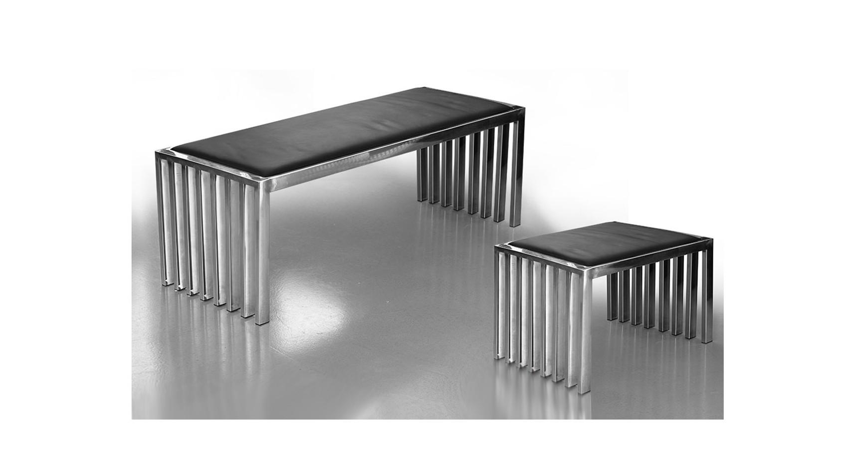 Bauhaus Edelstahl Sitzbank, Sitzfläche mit schwarzem Rindsleder, Bank aus Edelstahl.