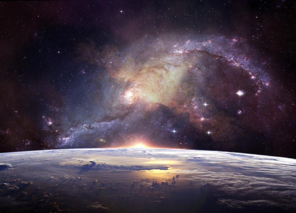 Vor lange Zeit als die Dunkelheit über die Erde kam, haben sie den Plane-ten versklavt. Sie handelten nicht nach unserem freien Willen und Atlantis, die Hochkultur ging unter.