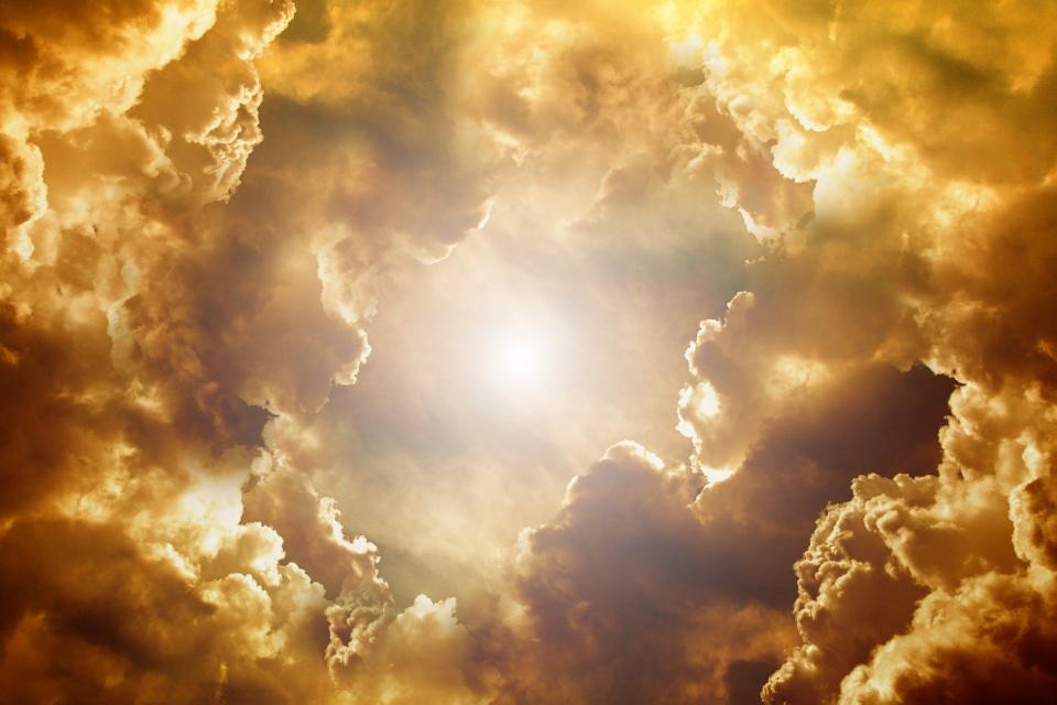 Verbinde dich mit Mutter Erde oder hülle dich in silber, gold, weiss oder blaues Licht des Schutzes. Komm langsam zur Ruhe und finde deine Mitte.