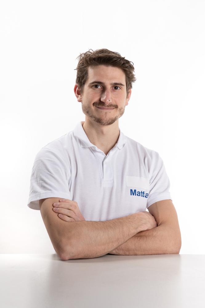 Il dottor Mattia Guzzetti fisioterapista, collabora presso il centro ortopedico Lavanga