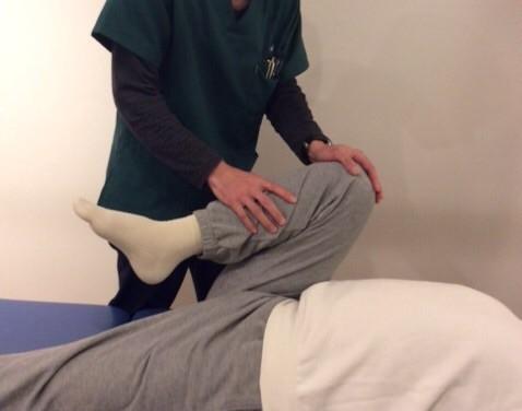 施術後の症状、可動域、力の入り具合を確認して施術は終了となります。