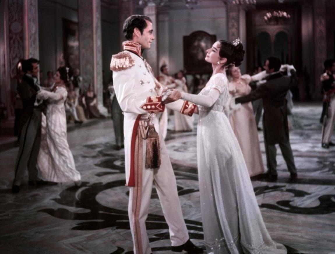 L'indimenticabile ballo tra Audrey Hepburn e Mel Ferrer in Guerra e Pace