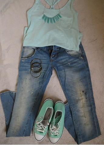 """Und diese Hose ist von Anouk, ich finde sie so cool, weil sie eben so """"schmutzig"""" verarbeitet ist."""