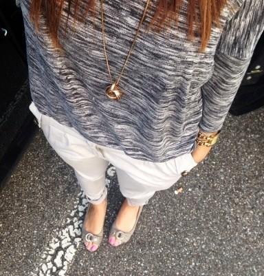 Hose: Zebra Fashion / Kette: H&M / Top: Vero Moda / Schuhen: Venturini