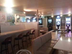 Bar FD  (エフディー) ダーツ、カウンター・ボックス席写真画像 TEL089-932-0922 〒790-0001 愛媛県松山市一番町1丁目11-7 チャイクロビル3F