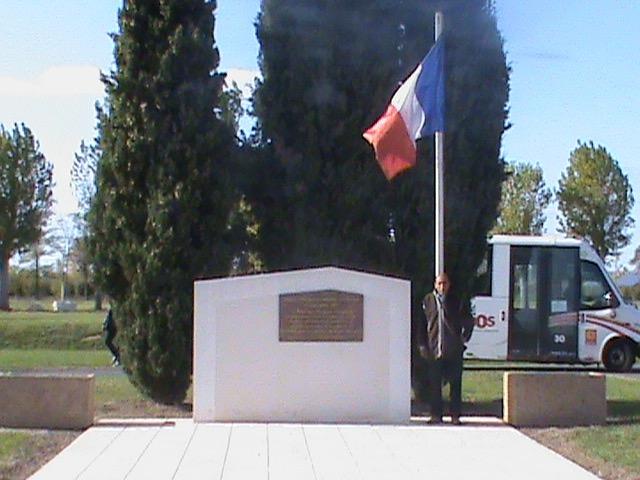 Boaza GASMI sur le site de l'ancien camp Harki de BIAS, près de la stèle mémorielle, le 30 octobre 2017.