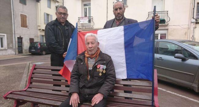 Lakhdar Belounis, 76 ans, soutenu par le Comité National de Liaison des Harkis, photo DDM / J.Sch