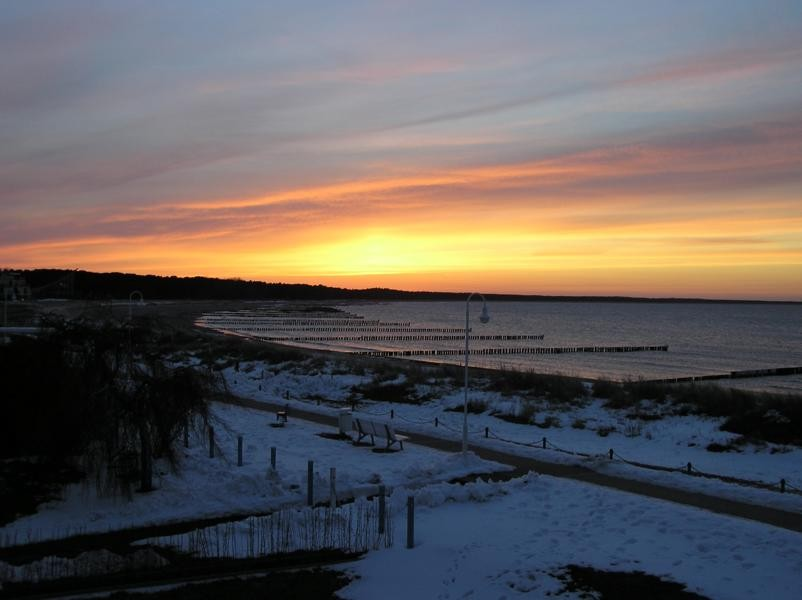 Sonnenuntergang von der Dachterrasse im Winter