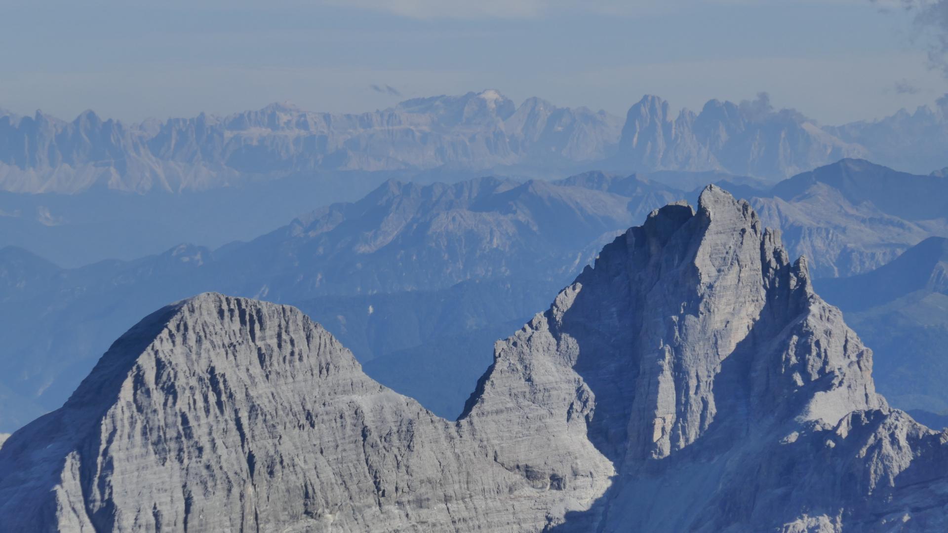 Tribulaune und Dolomiten, mittig die Marmolada
