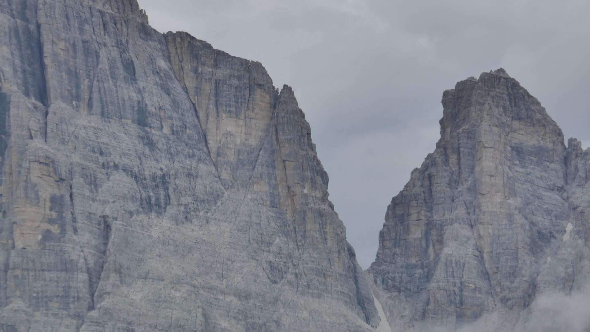 Bocca del Tuckett und Cima Sella (rechts)