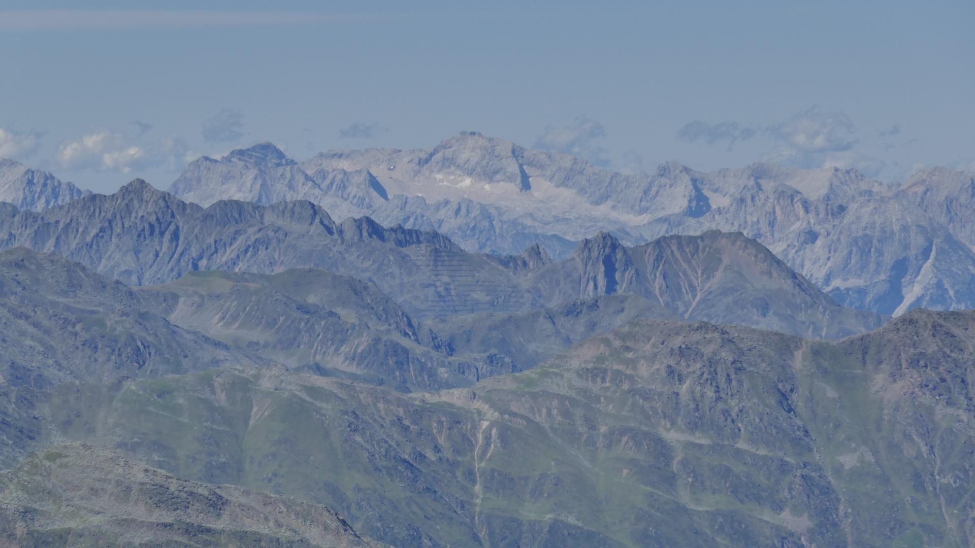 Fernblick ins Wetterstein mit der Zugspitze
