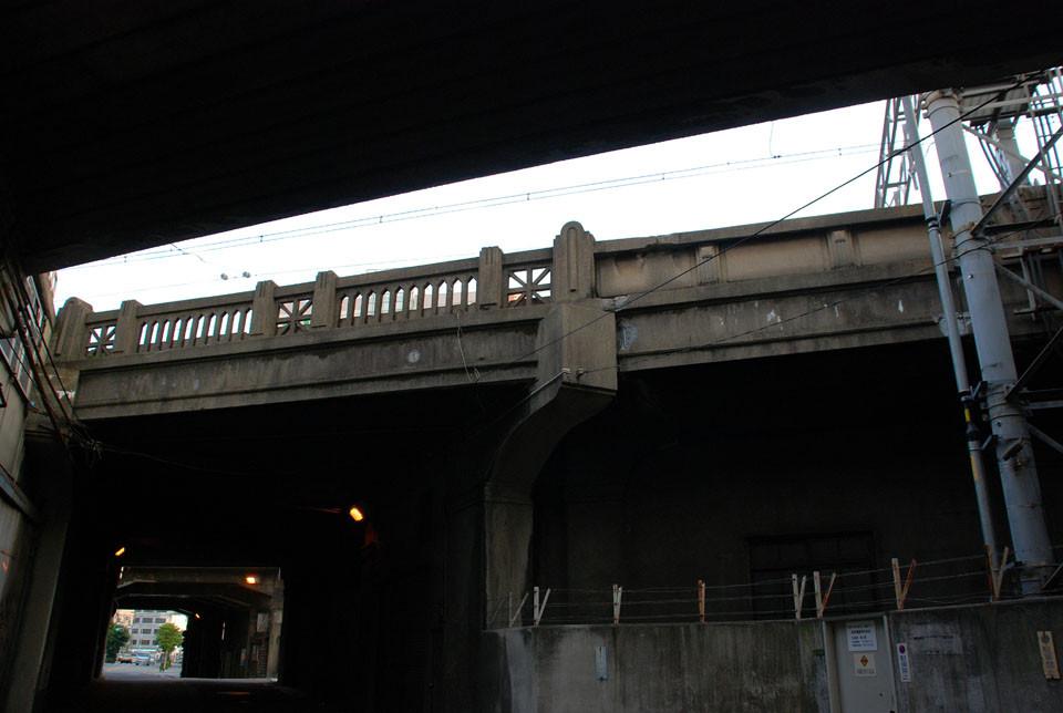 関西で最も古い鉄道高架橋(設計:阿部美樹志)
