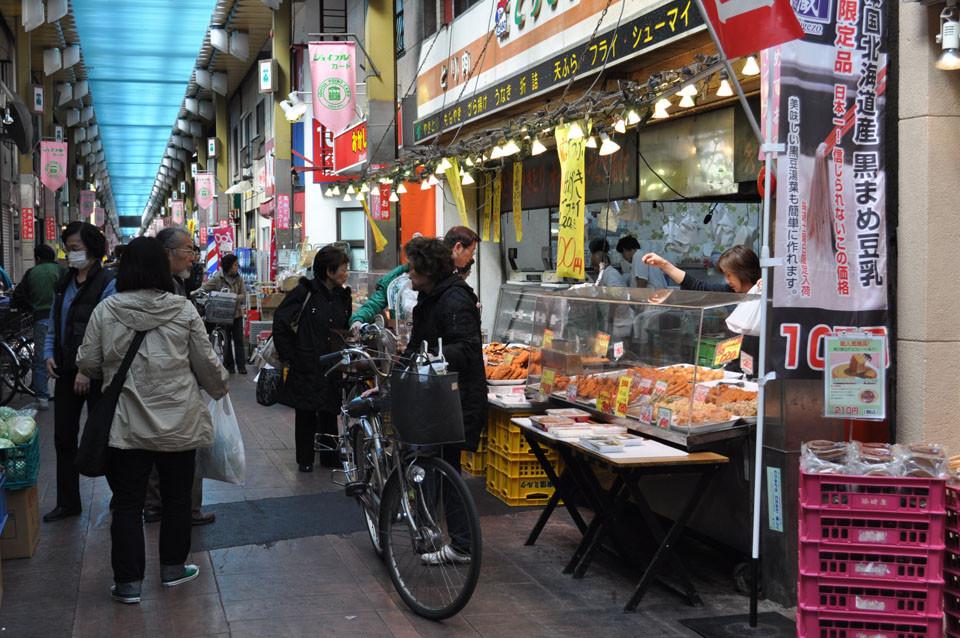 活気ある三ノ輪の商店街(ジョイフル三ノ輪)