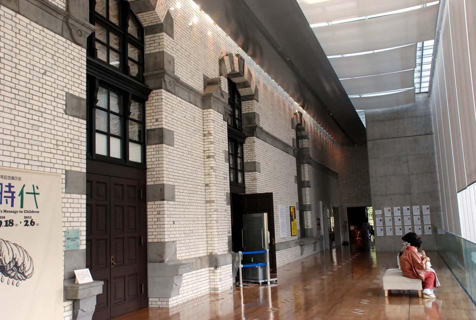 かつても外壁も増設によってフラットな位置から観察できる