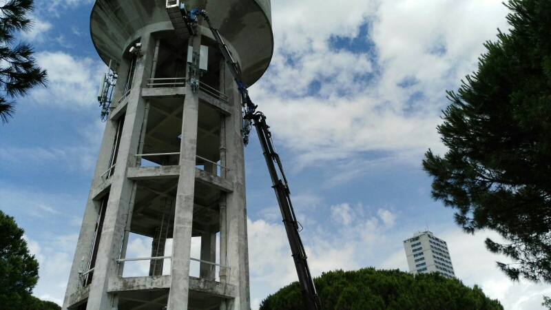 Piattaforma aerea Rimini gru presso acquedotto Cesenatico