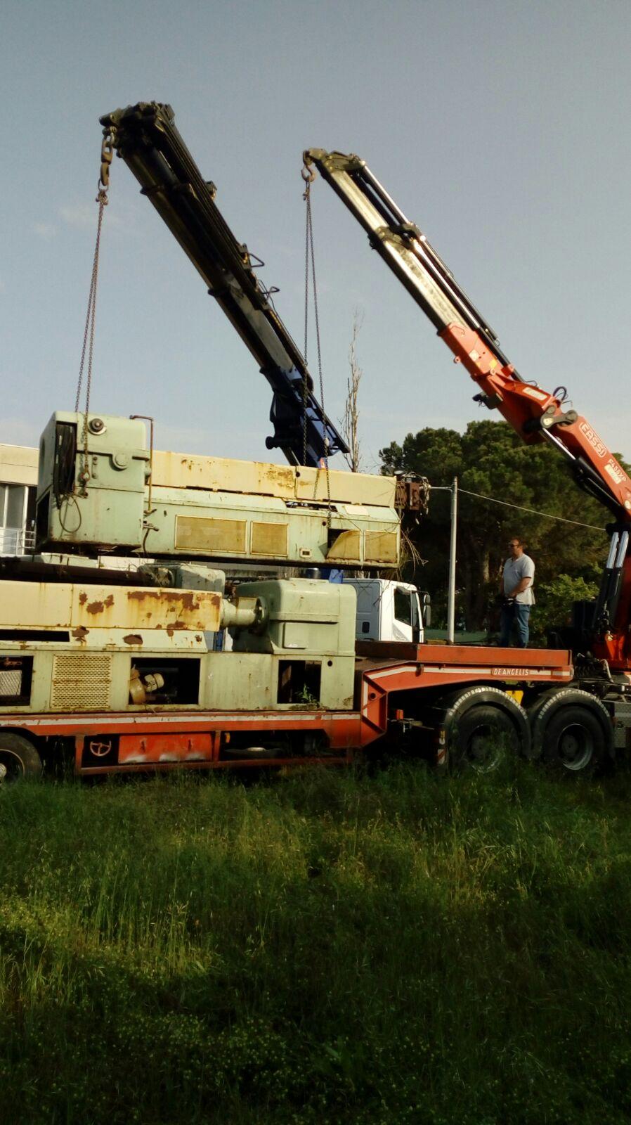 Camion rimorchio per trasloco macchinari