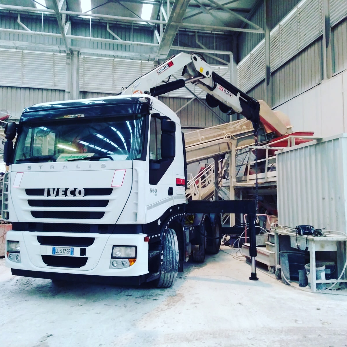 Rimini gru noleggio camion gru per sollevamento materiale edile a Rimini