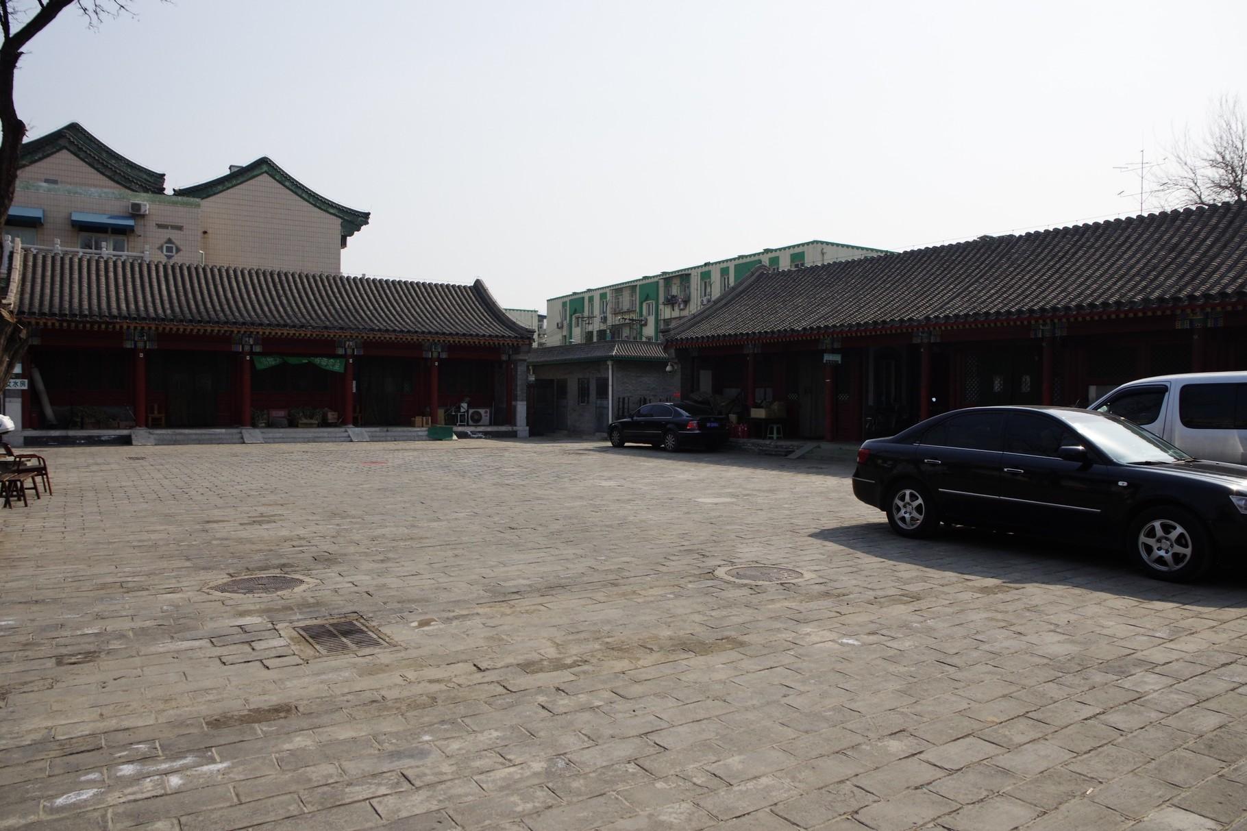 中心軸の南側に重合する四合院