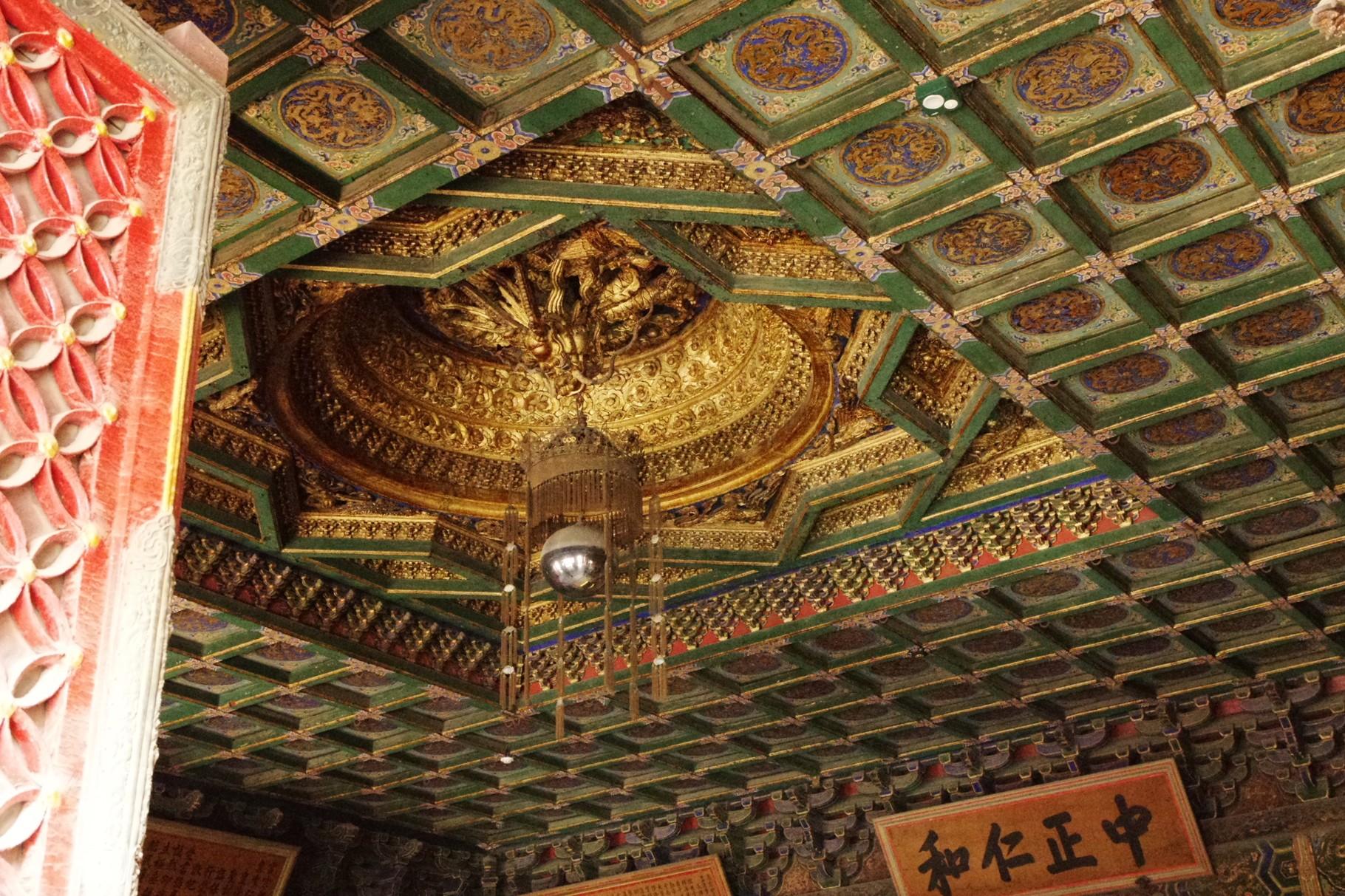 玉座の天井