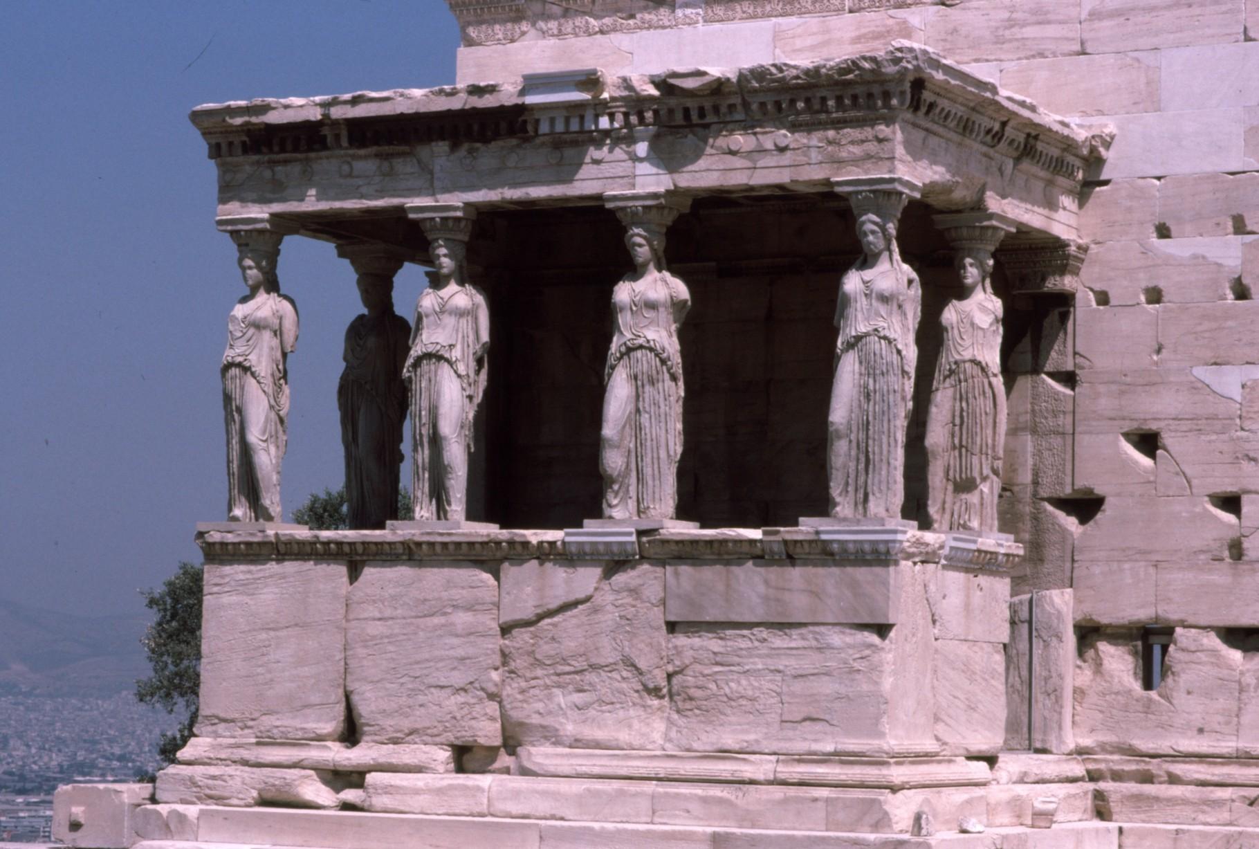東側の「乙女の柱」 この後レプリカと置換