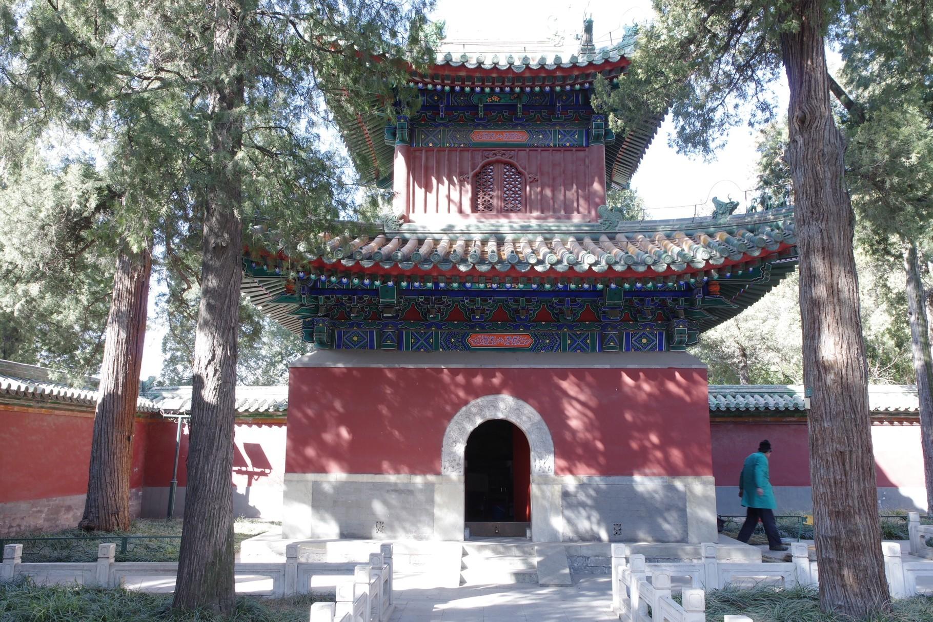 法輪殿前中庭 西側の鼓楼