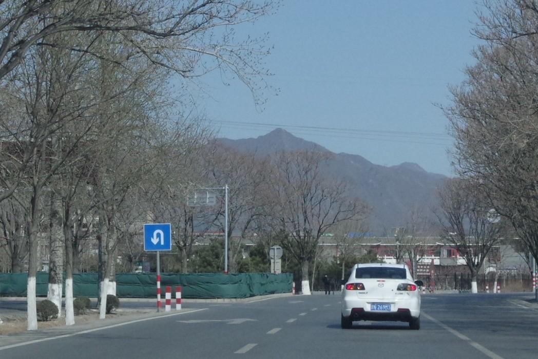 むこうの山が「天寿山」のようです