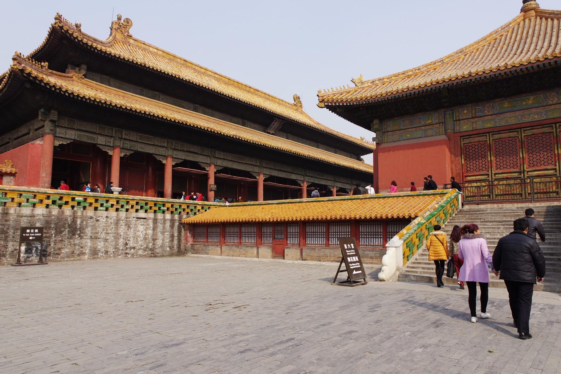 交泰宮から坤寧宮へ(左)