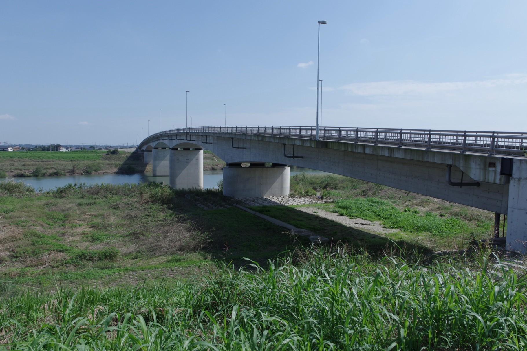 さらに500m下流の「常総きぬ大橋」