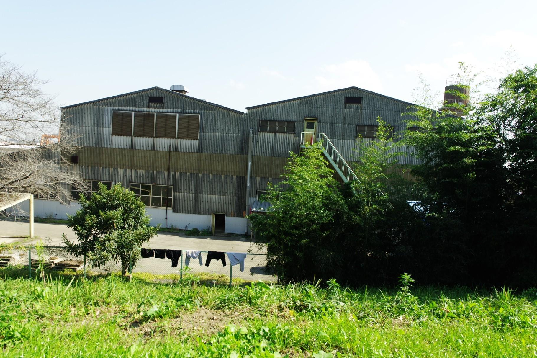 新石下飛び地の南端 給水塔のある工場