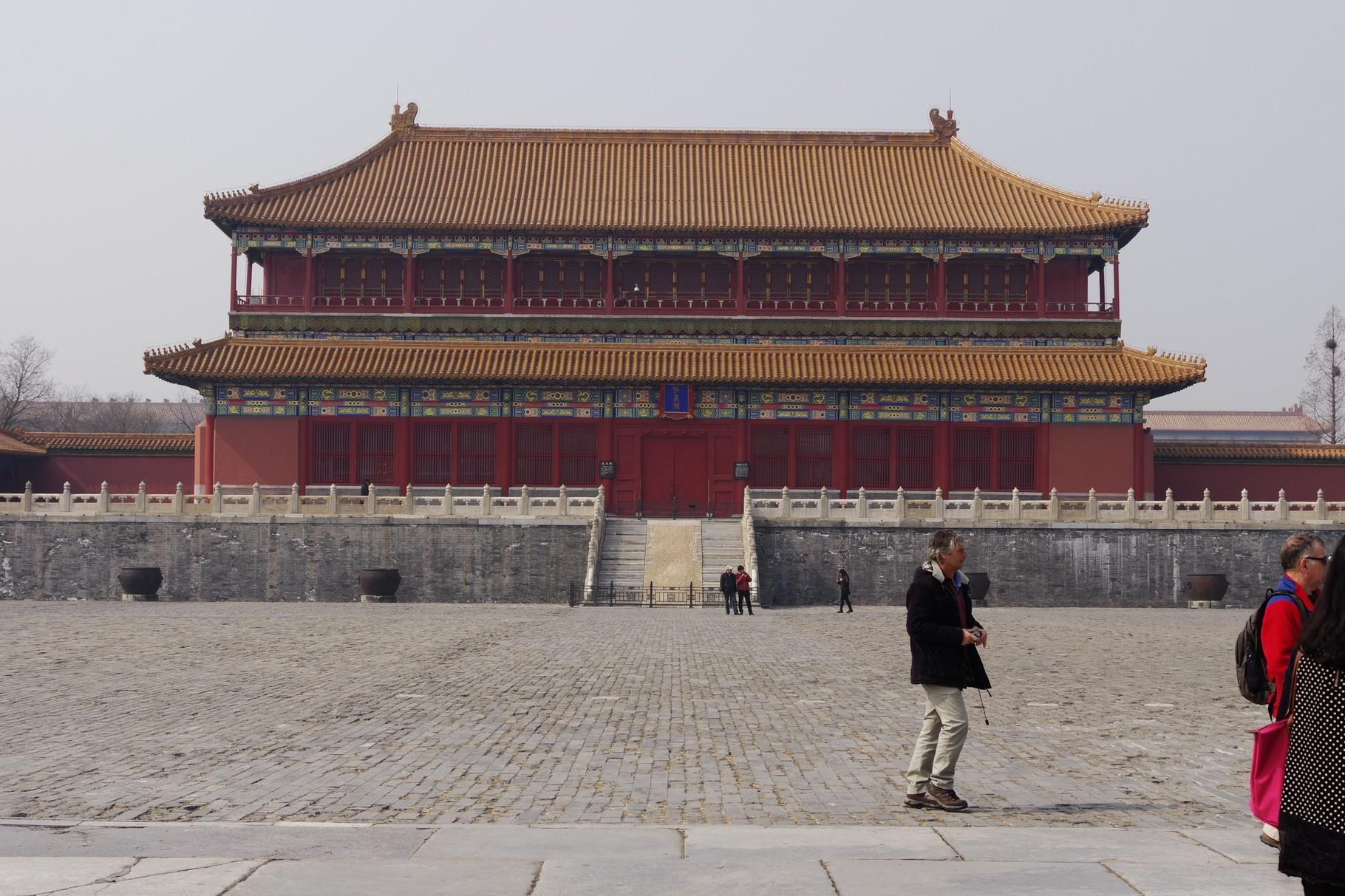 太和殿前の中庭 西の弘義閣